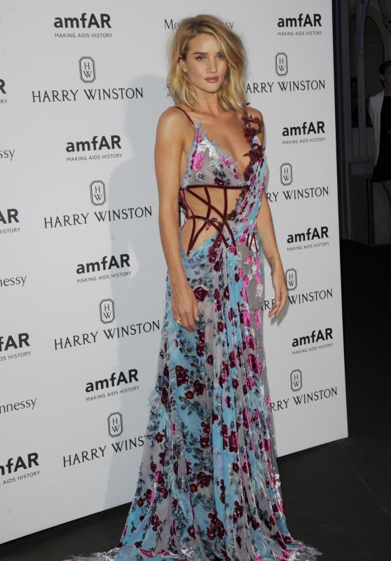 Rosie Huntington-Whiteley - amfAR Dinner at the Pavillon LeDoyen - Paris Fashion Week Haute Couture