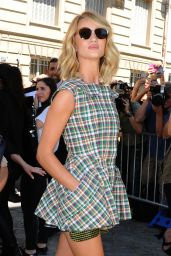 Rosie Huntington-Whiteley - Christian Dior Fashion Show in Paris, July 2015