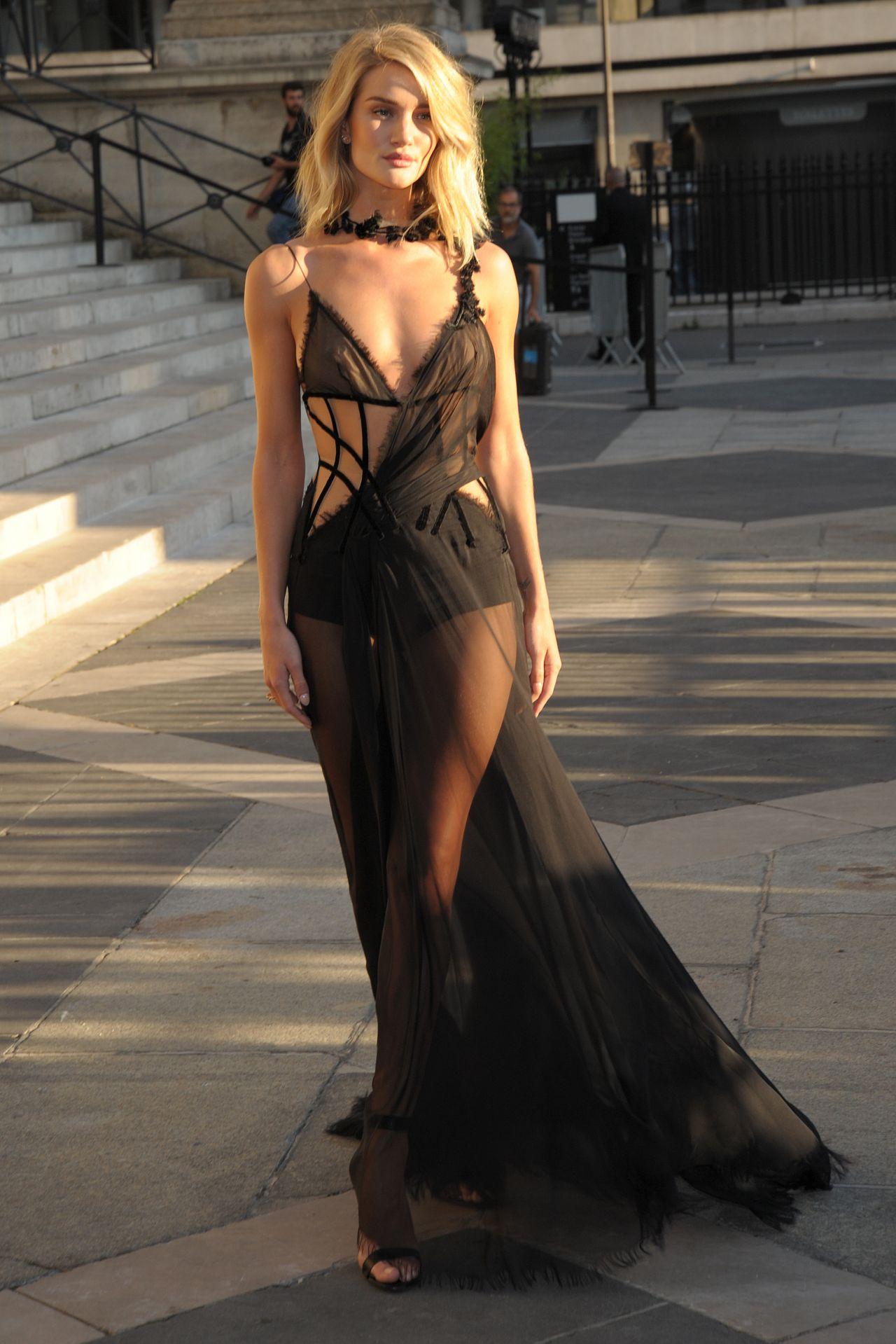 Rosie Huntington Whiteley Style Atelier Versace Show At Paris Fashion Week July 2015