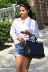 Selena Gomez Summer Style - Leaving a Friend