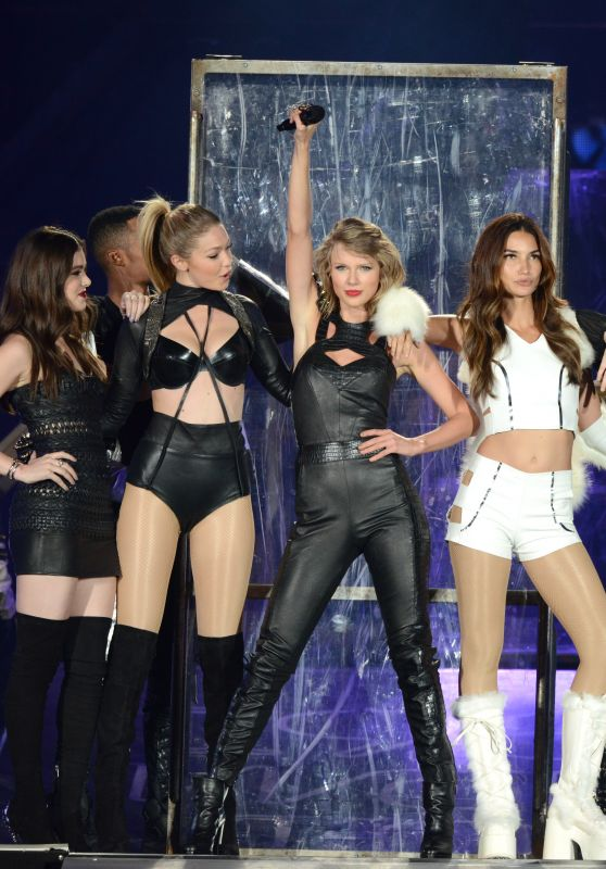 Taylor Swift, Gigi Hadid, Hailee Steinfeld & Lily Aldridge - The 1989 World Tour in East Rutherford, New Jersey
