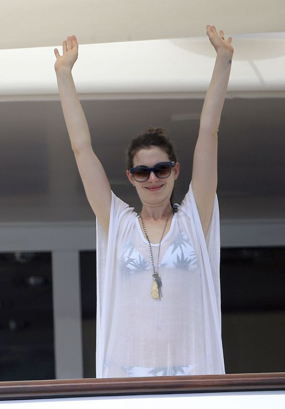 Anne Hathaway Enjoying a Vacation in Ibiza, August 2015