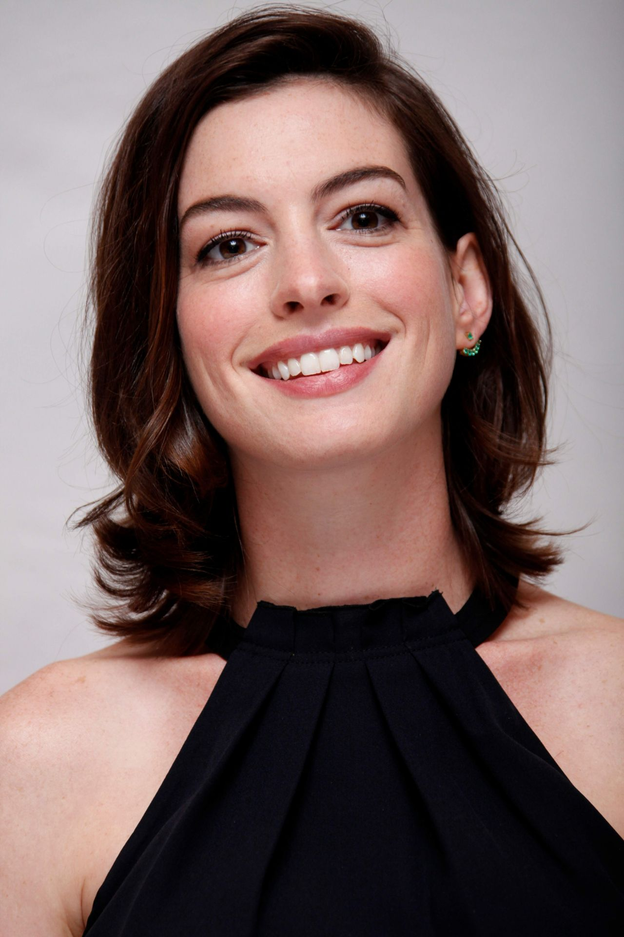 Anne Hathaway The Intern Press Conference August 2015