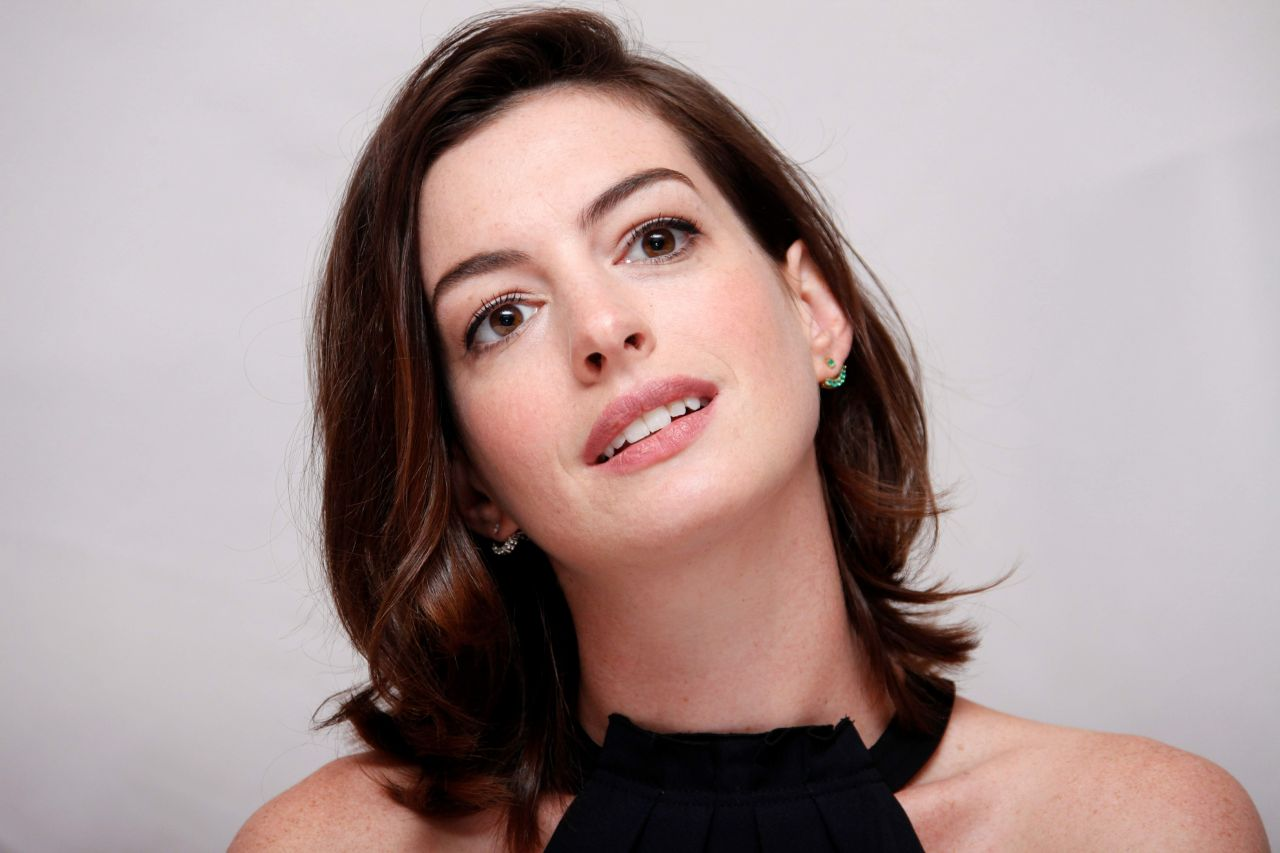Anne Hathaway – 'The Intern' Press Conference, August 2015 Anne Hathaway