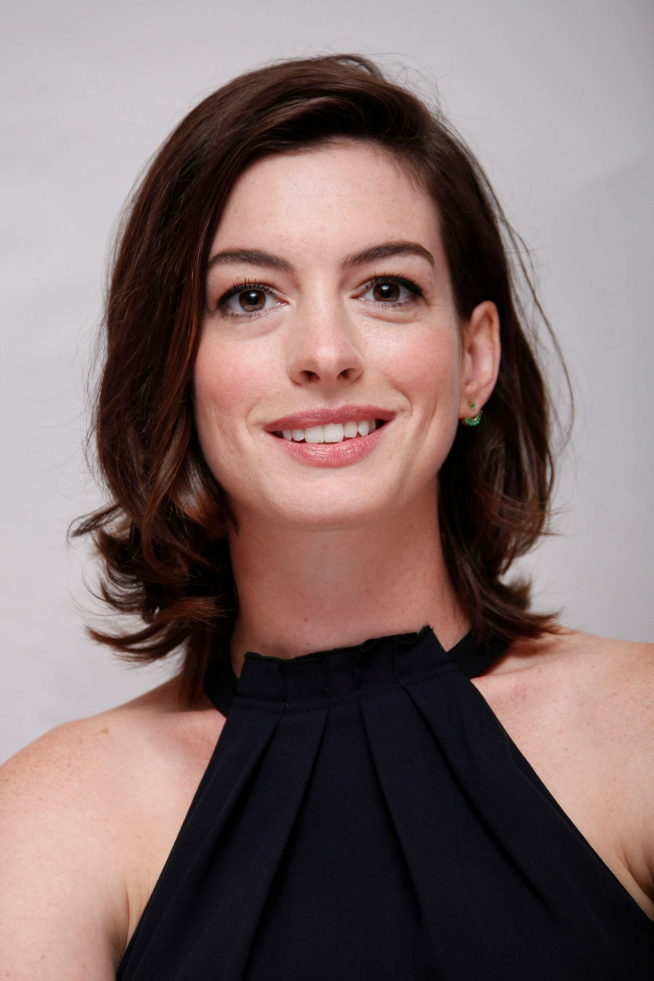 Anne Hathaway - 'The Intern' Press Conference, August 2015 Anne Hathaway