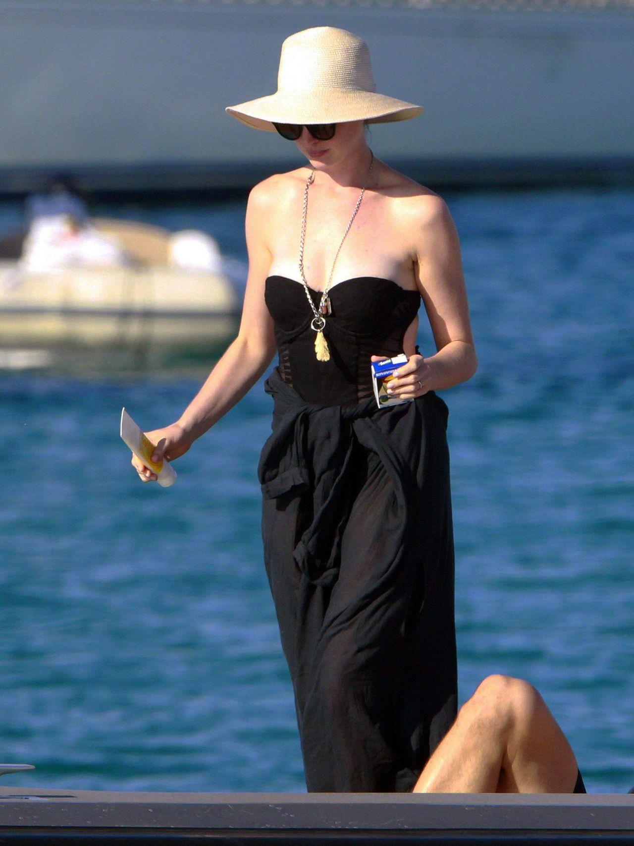 Anne Hathaway Wearing ...