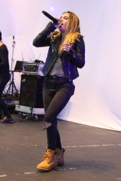 Beatrice Miller - Performing at the Orange County Fair in Cosa Mesa, August 2015