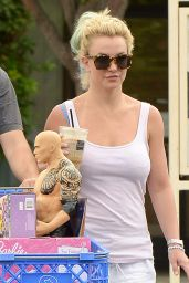 Britney Spears Street Style - Shopping in Beverly Hills, August 2015