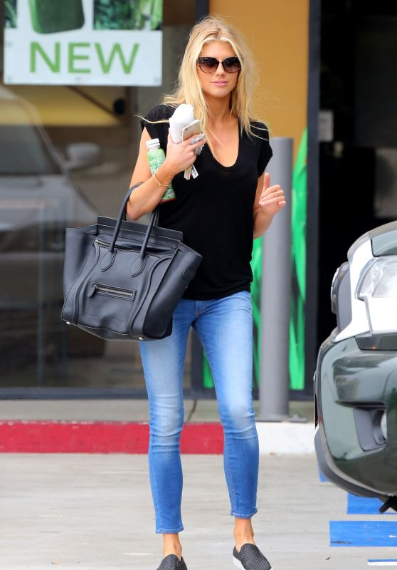 Charlotte McKinney Hot in Tight Jeans - Out in Malibu, August 2015