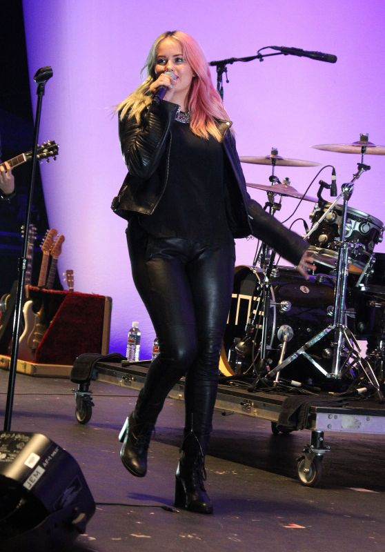 Debby Ryan - Performing at the Orange County Fair in Cosa Mesa, August 2015