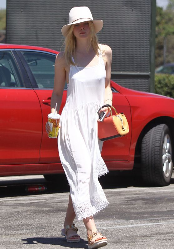 Elle Fanning -Out for Lunch in Studio City, August 2015