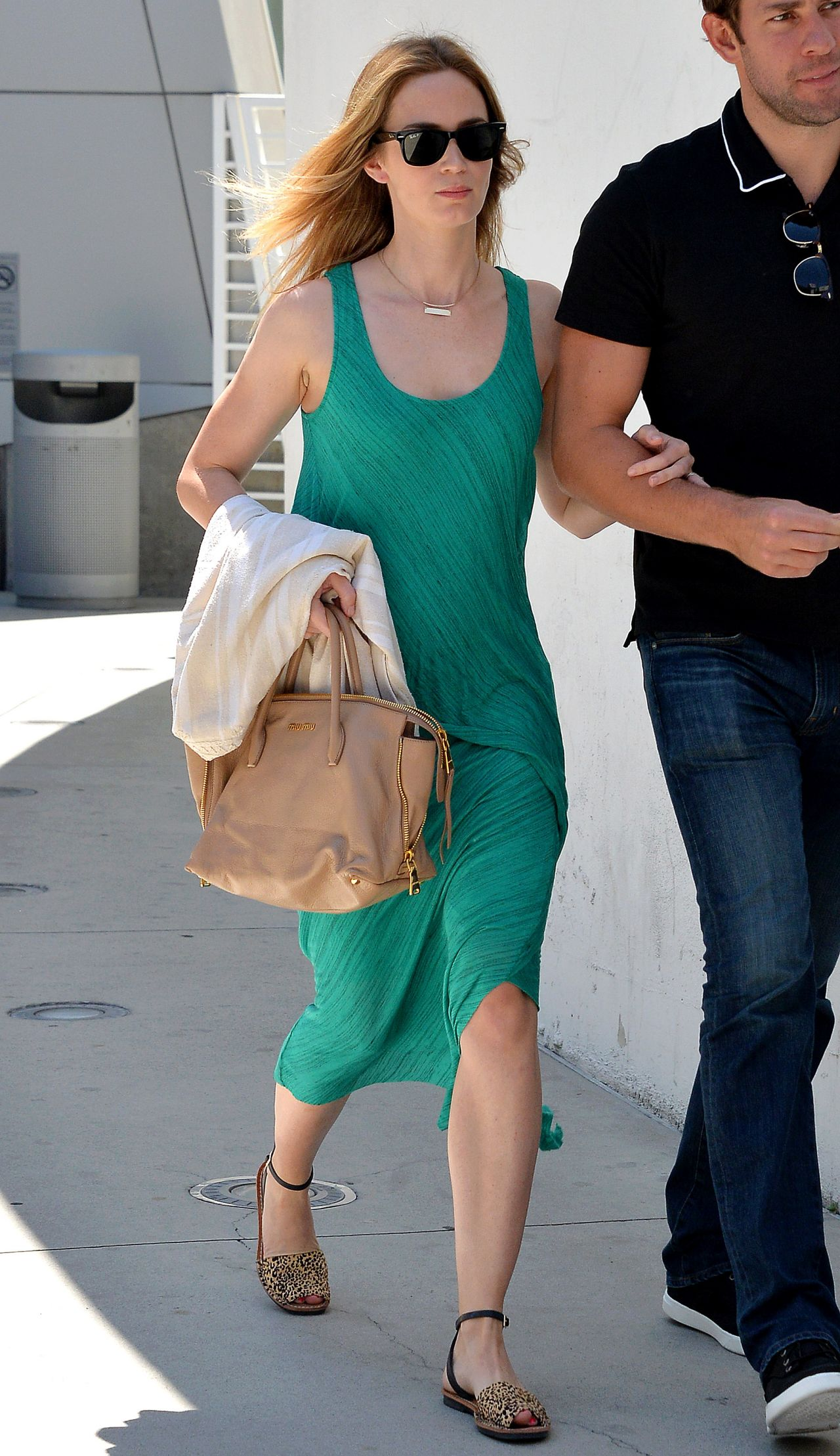 Emily Blunt Going To A Movie Theatre In Los Angeles