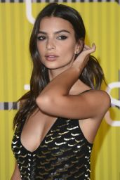 Emily Ratajkowski – 2015 MTV Video Music Awards at Microsoft Theater in Los Angeles