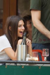 Emily Ratajkowski Having a Lunch at Bar Pitti in New York City, August 2015