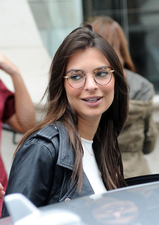 Emily Ratajkowski Glasses Leaving Her Hotel London
