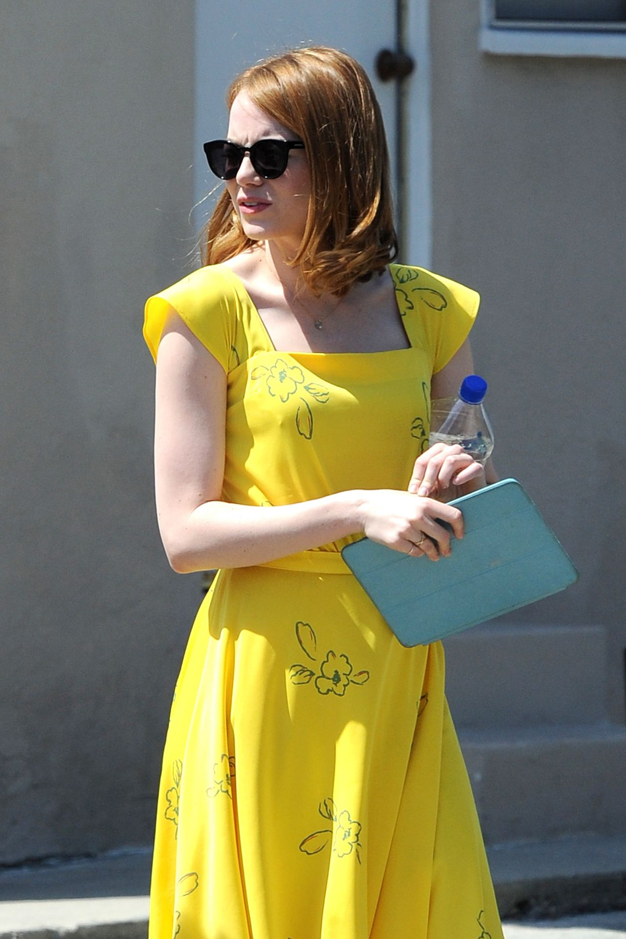 http://celebmafia.com/wp-content/uploads/2015/08/emma-stone-on-the-set-of-la-la-land-in-los-angeles-august-2015_1.jpg