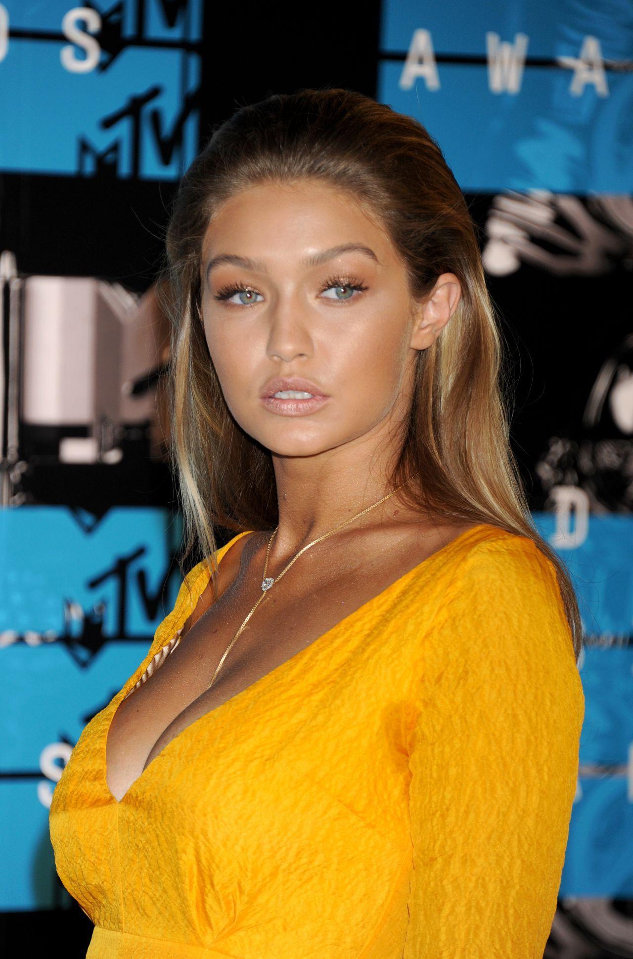 Gigi Hadid - 2015 MTV Video Music Awards at Microsoft ...