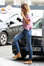 Gisele Bundchen - Seen Stopping by the International Clinic of Parc Moncea in Paris