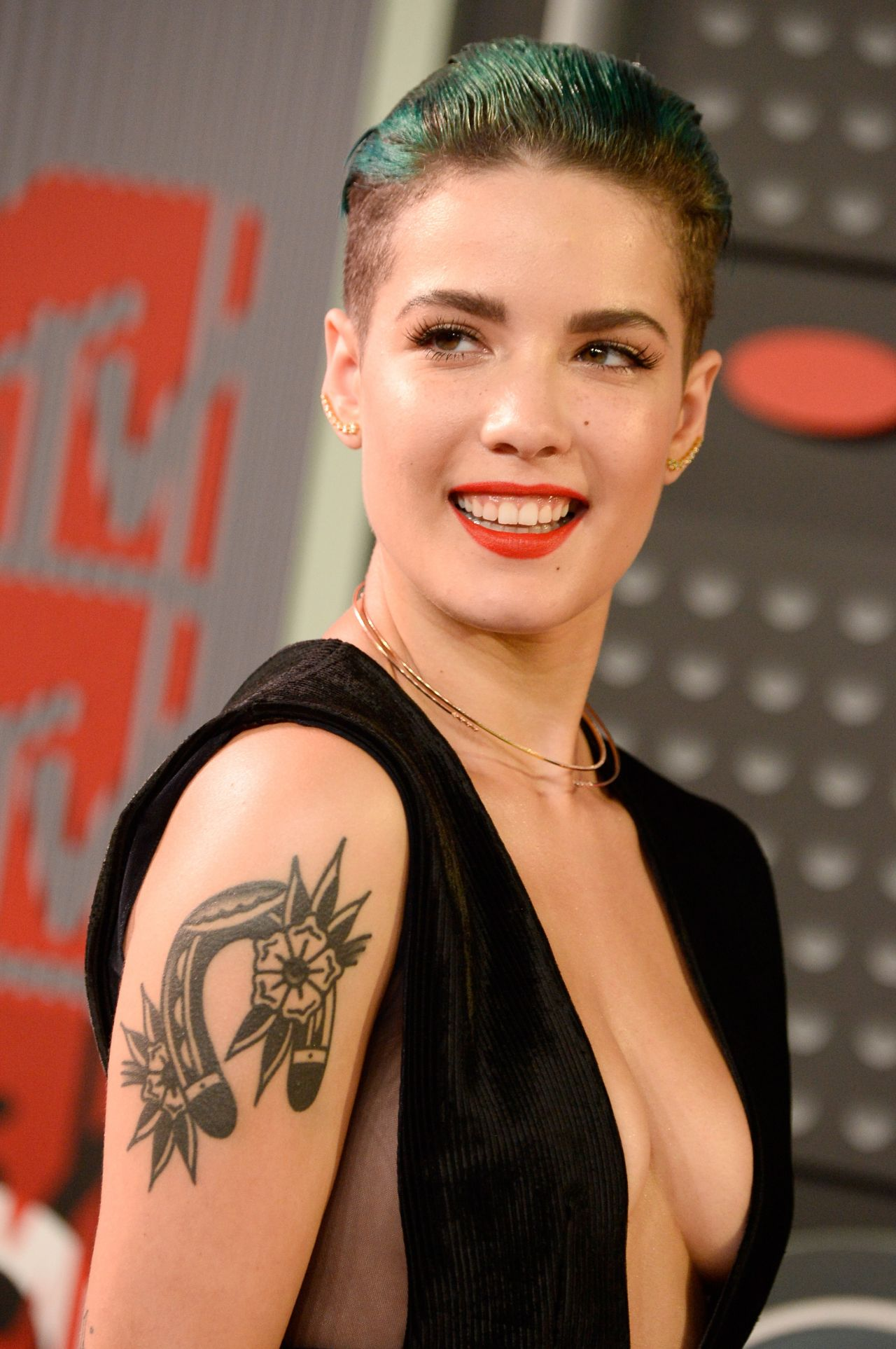 Halsey – 2015 MTV Video Music Awards at Microsoft Theater ...