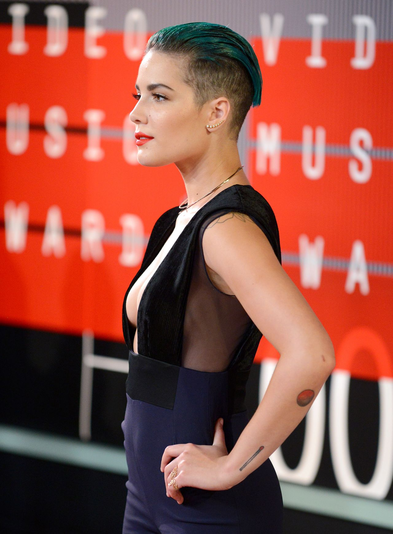 Halsey – 2015 MTV Video Music Awards at Microsoft Theater ... Anna Paquin