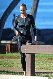 Helen Hunt Surfing in Hawaii, August 2015