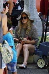 Hilary Duff - Shopping at the Farmers Market in Studio City, August 2015