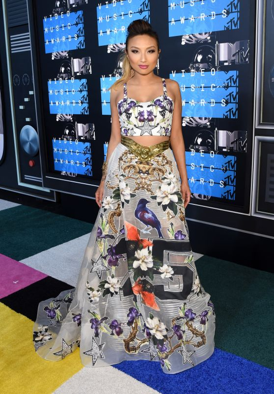 Jeannie Mai – 2015 MTV Video Music Awards at Microsoft Theater in Los Angeles