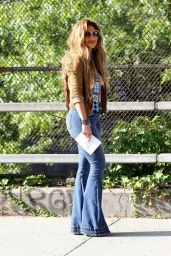 Jennifer Lopez – Filming New Music Video for 'El Mismo Sol'
