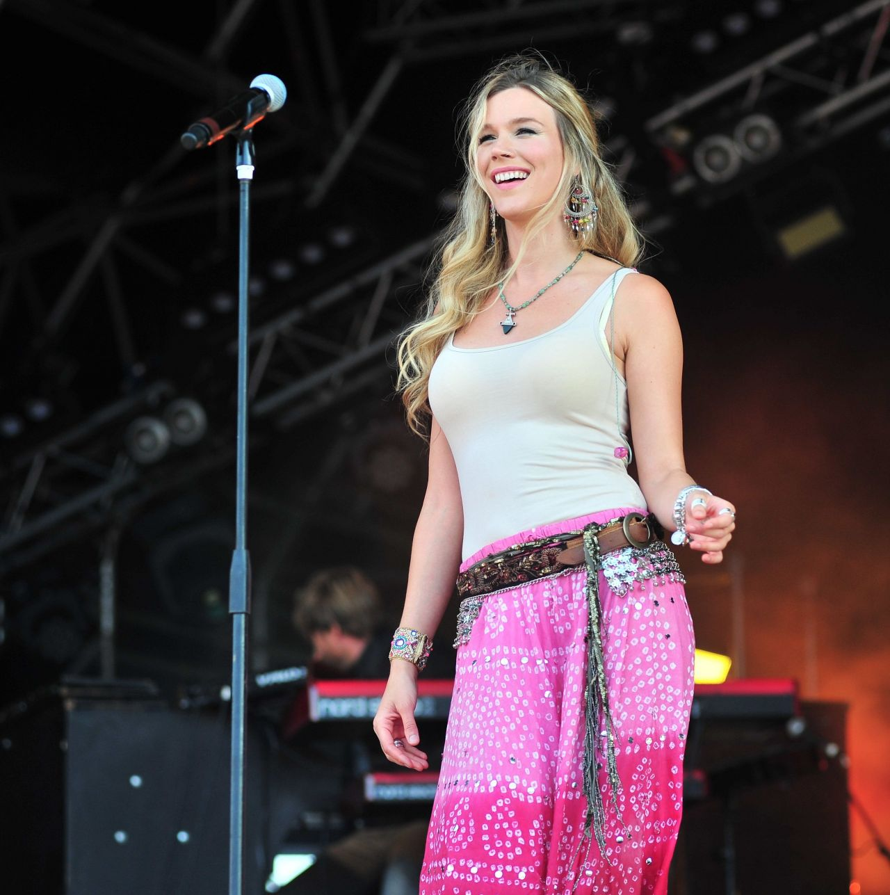 Joss Stone - Performing at CarFest North in Cheshire ...