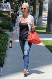 Katherine Heigl Casual Style - Out in Los Angeles, August 2015