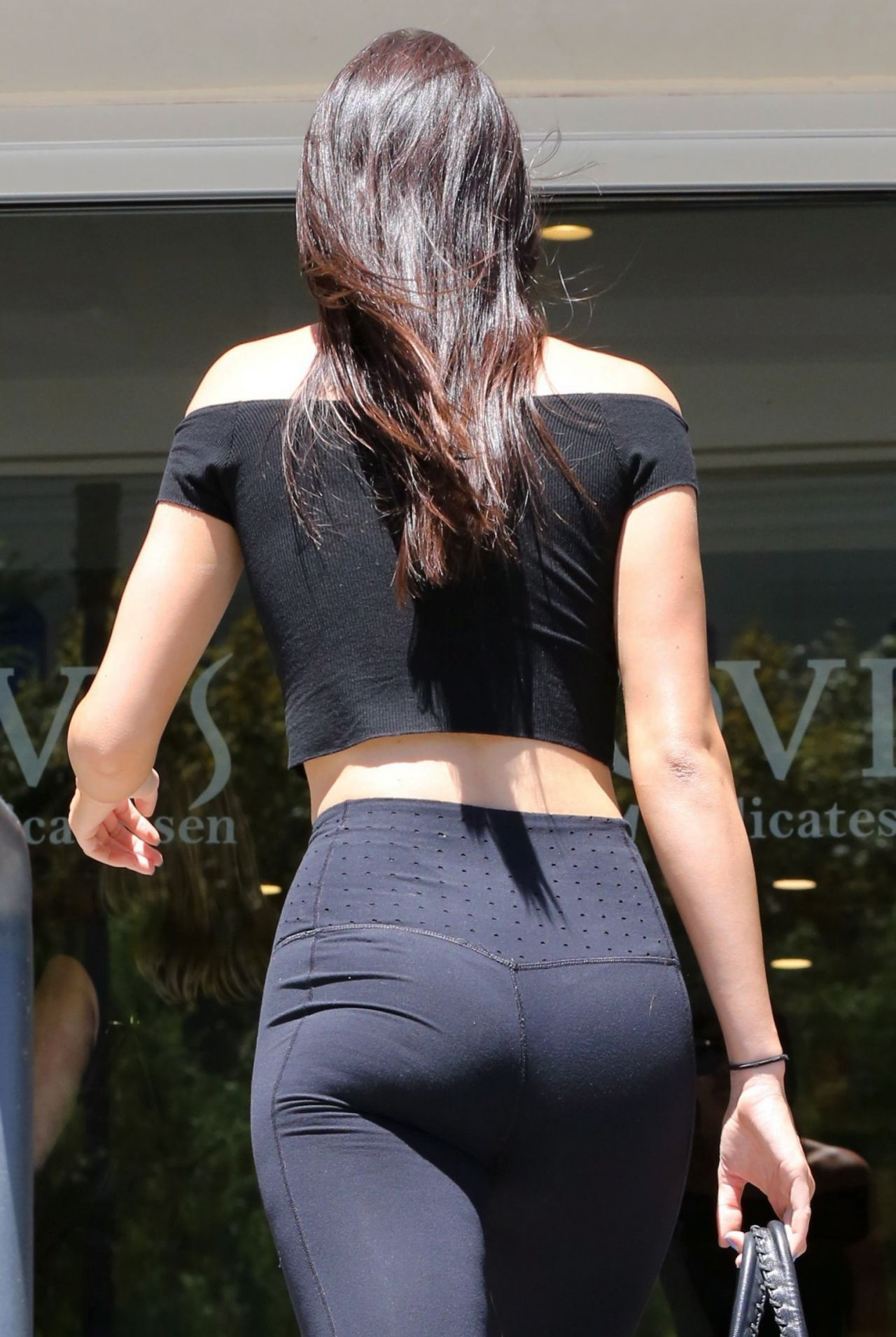 Kendall Jenner Booty in Spandex Out in Calabasas, August 2015