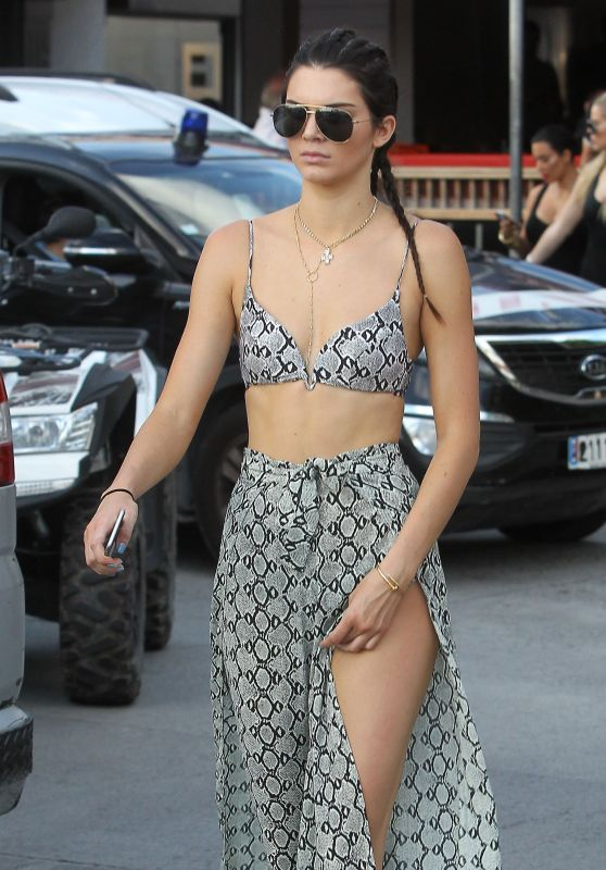 Kendall Jenner - Filming Keeping Up With the Kardashians, August 2015
