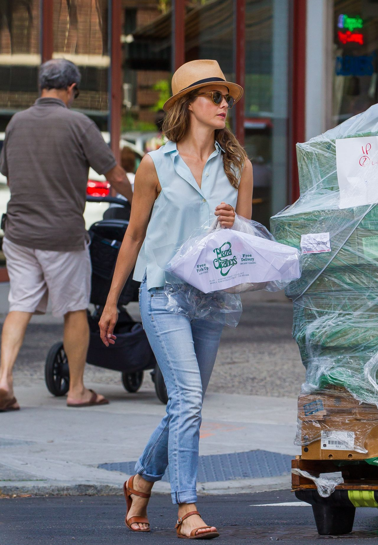 Keri Russell Leaving A Dry Cleaners In Brooklyn August 2015