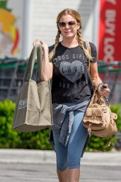 LeAnn Rimes Street Style - Leaving Erehwon Market in Los Angeles, July 2015