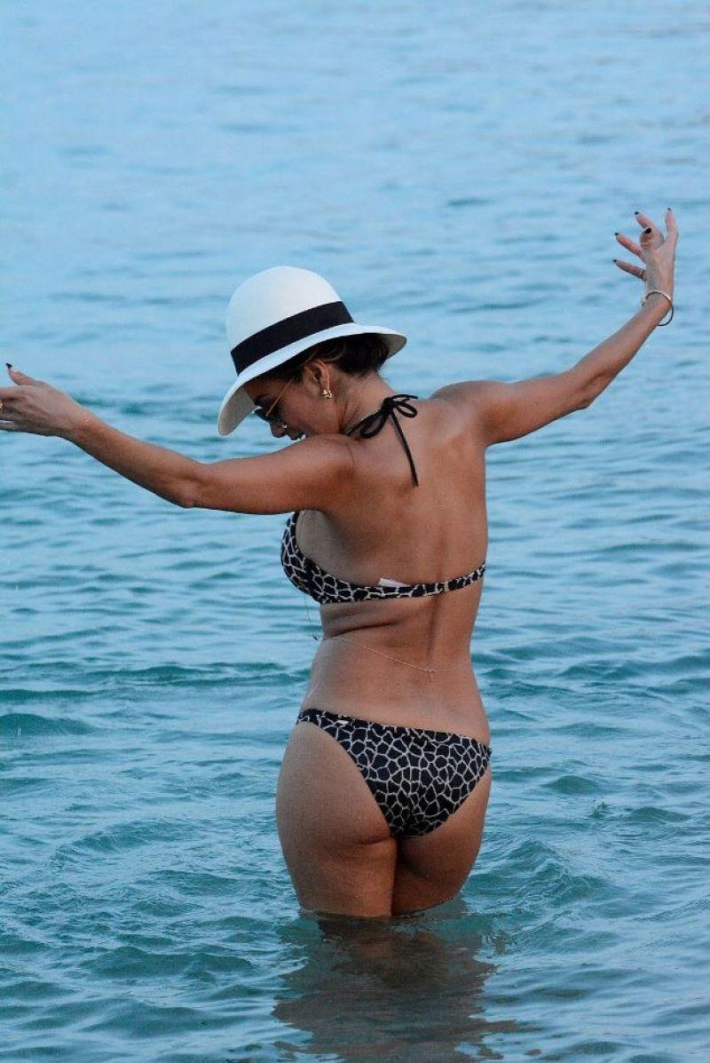Nicole scherzinger bikini images belle