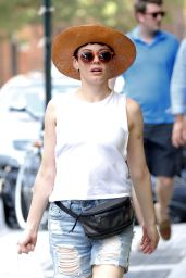 Rose McGowan Wears a Hat - Dhopping at B&H Camera Store in New York City