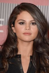Selena Gomez – 2015 MTV Video Music Awards at Microsoft Theater in Los Angeles