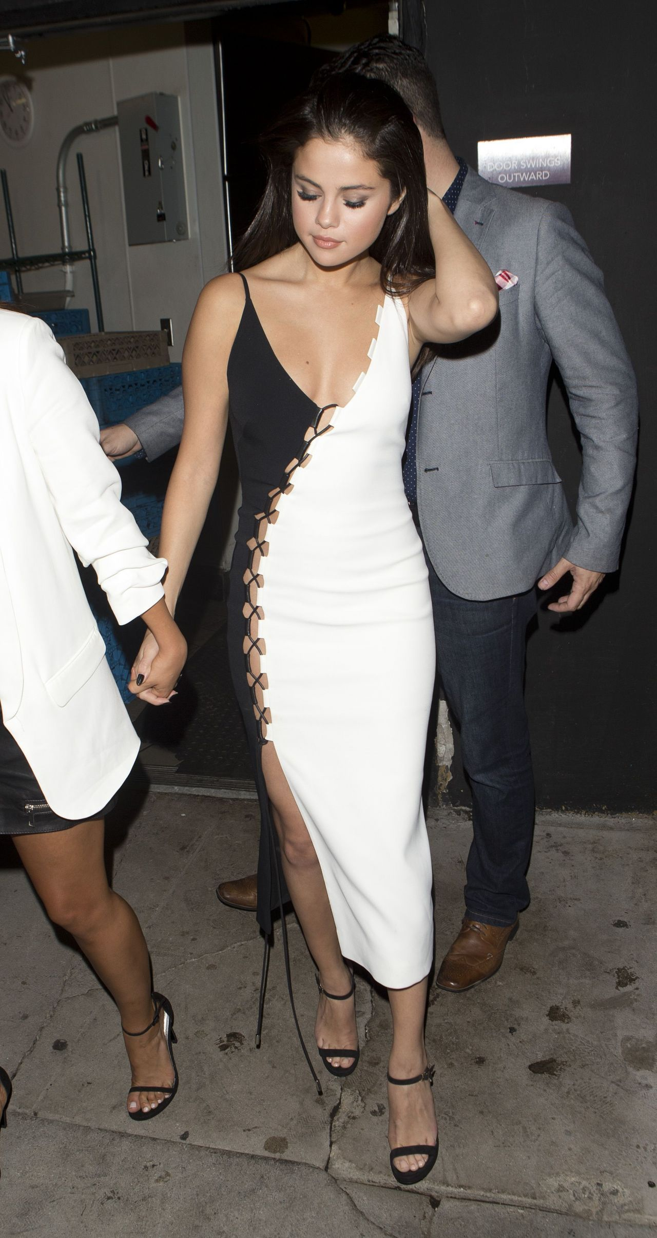Selena Gomez Night Out Style - Leaving The Nice Guy Bar In West Hollywood, August 2015-8241