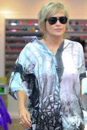 Sharon Stone Takes Time Out to Get Her Nails Done in Los Angeles, August 2015