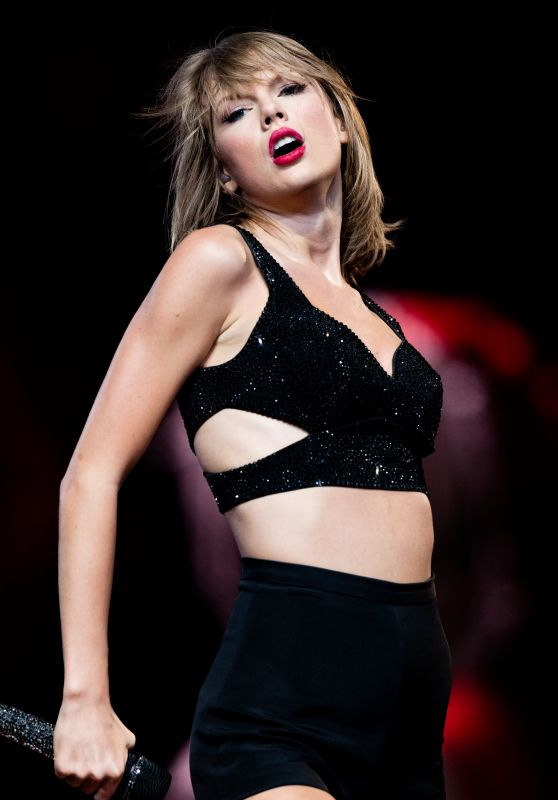 Taylor Swift - 1989 World Tour Concert in Los Angeles, August 2015