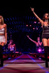 Taylor Swift and Selena Gomez - 1989 Tour, Los Angeles, August 2015