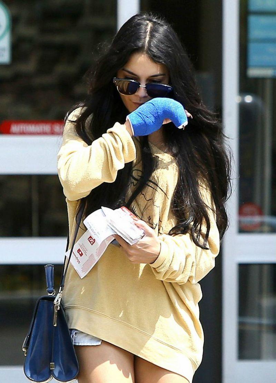 Vanessa Hudgens Casual Style Leaving Walgreens In La August 2015