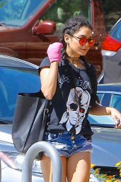 Vanessa Hudgens heading to Walgreens Pharmacy in Los Angeles, August 2015