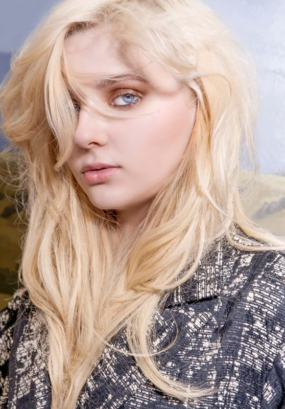 Abigail Breslin - Photoshoot for VVV Magazine September 2015