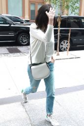 Anne Hathaway Street Style - Out in New York City, September 2015