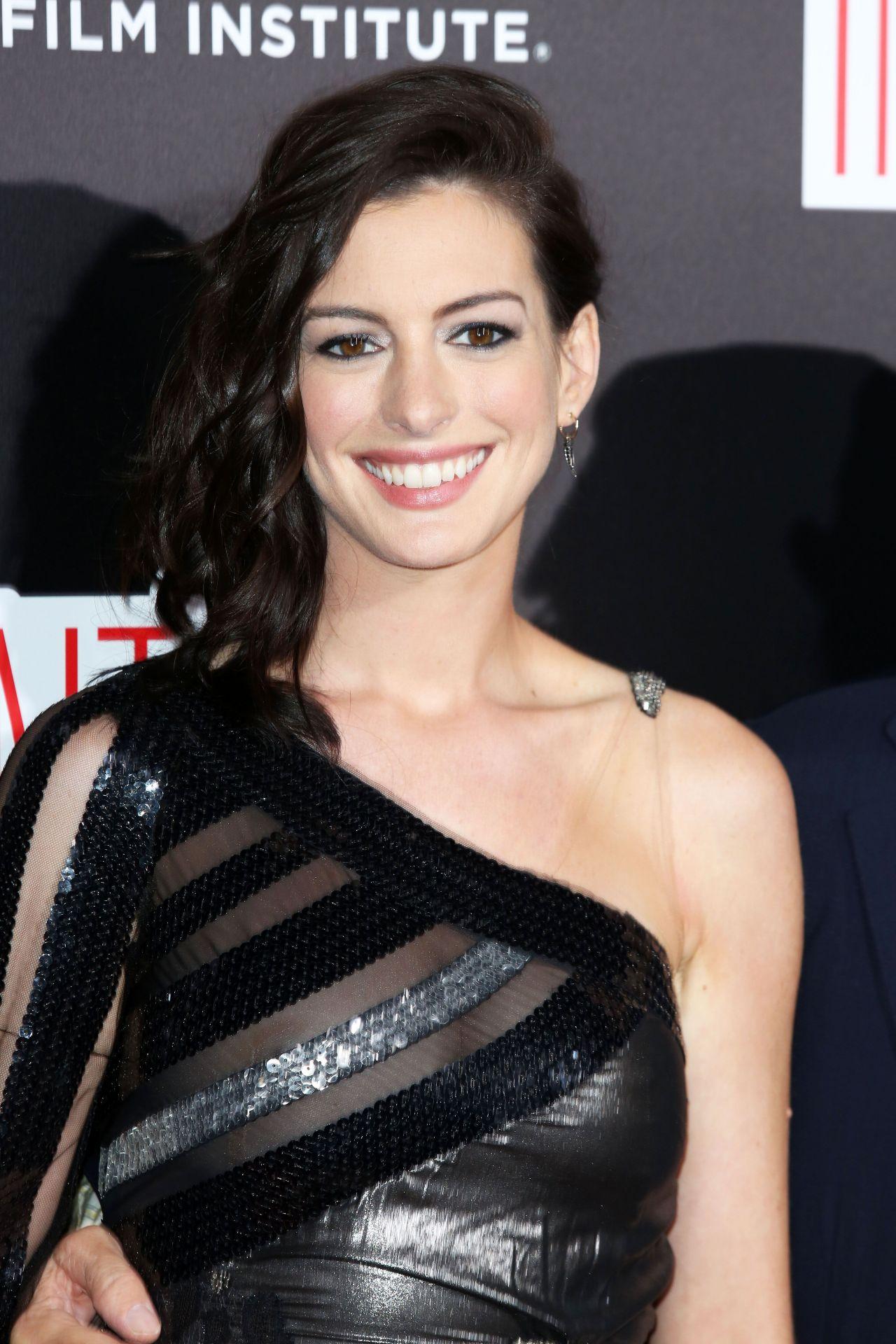 Anne Hathaway - 'The Intern' Premiere at Ziegfeld Theater ... Anne Hathaway