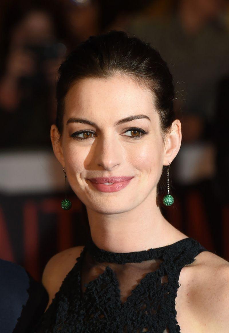 Anne Hathaway – 'The Intern' Premiere in London Anne Hathaway