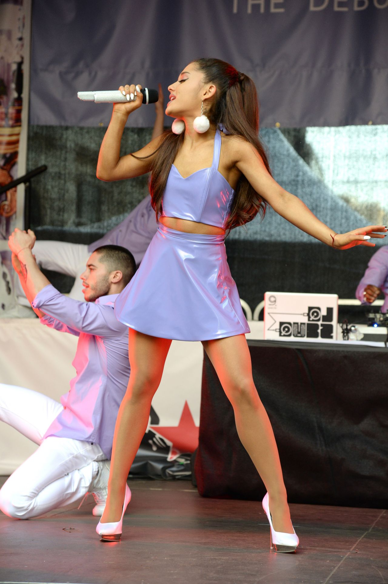 Ariana Grande Ari Fragrance Launch Amp Concert In Nyc