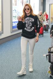 Bella Thorne at Vancouver International Airport, September 2015
