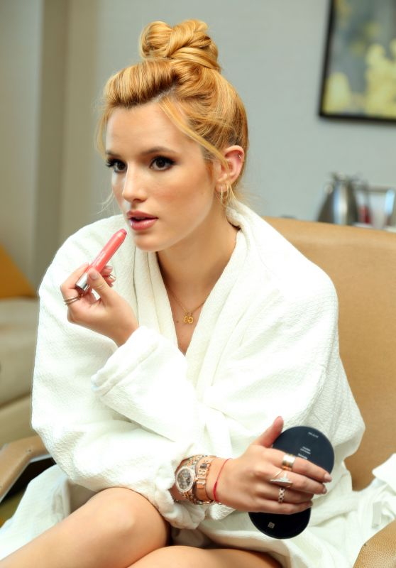 Bella Thorne Getting Ready For The 2015 MTV Video Music Awards in Los Angeles